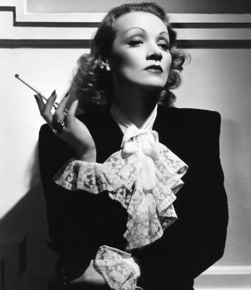 Marlene Dietrich - diva glamour a ecranului