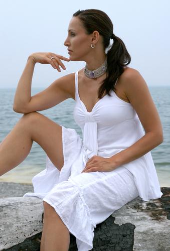 http://localhost/femeia/wp-content/uploads/2012/03/21/bruneta-plaja-1.jpg