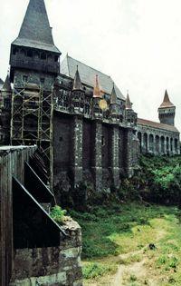 http://localhost/femeia/wp-content/uploads/2012/03/21/castelul-huniazilor-art-1.jpg