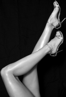 http://localhost/femeia/wp-content/uploads/2012/03/21/dreamstimeweb-422689-legs-black-white-jpg-r.jpg