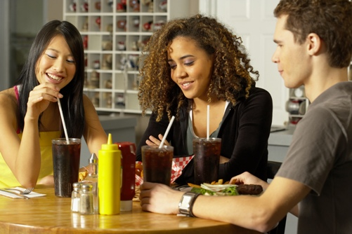 http://localhost/femeia/wp-content/uploads/2012/03/21/friends-eating.jpg