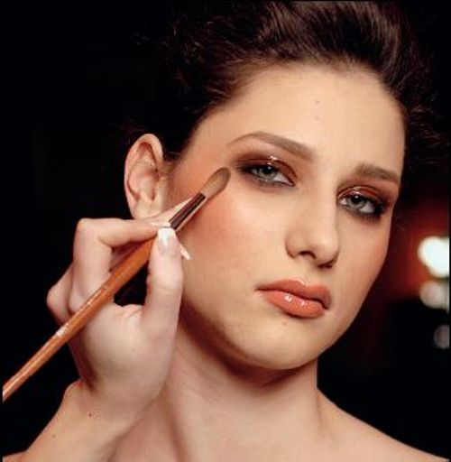 http://localhost/femeia/wp-content/uploads/2012/03/21/make-up6-r.jpg