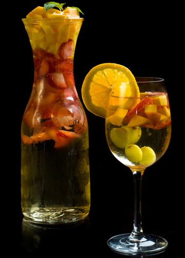 http://localhost/femeia/wp-content/uploads/2012/05/23/mango-peach-sangria.png
