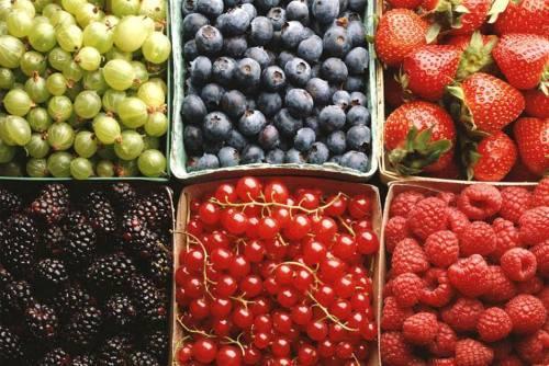 Fructele de vara si apa naturala
