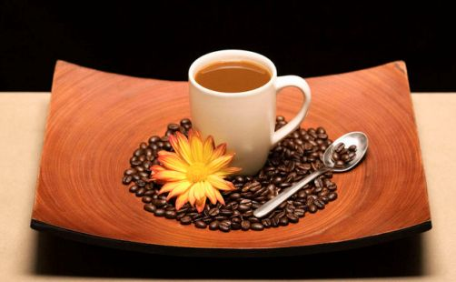 http://localhost/femeia/wp-content/uploads/2013/10/06/coffee-cup-r.jpg