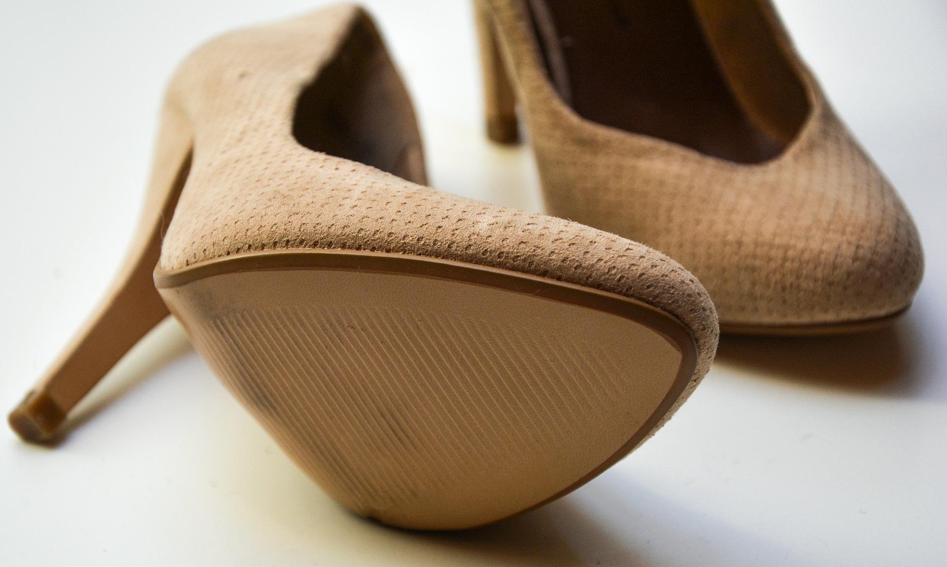 pantofii nude