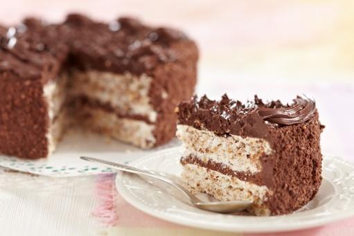 http://localhost/femeia/wp-content/uploads/2014/04/13/tort-ciocolata-blat-alb-2.jpg