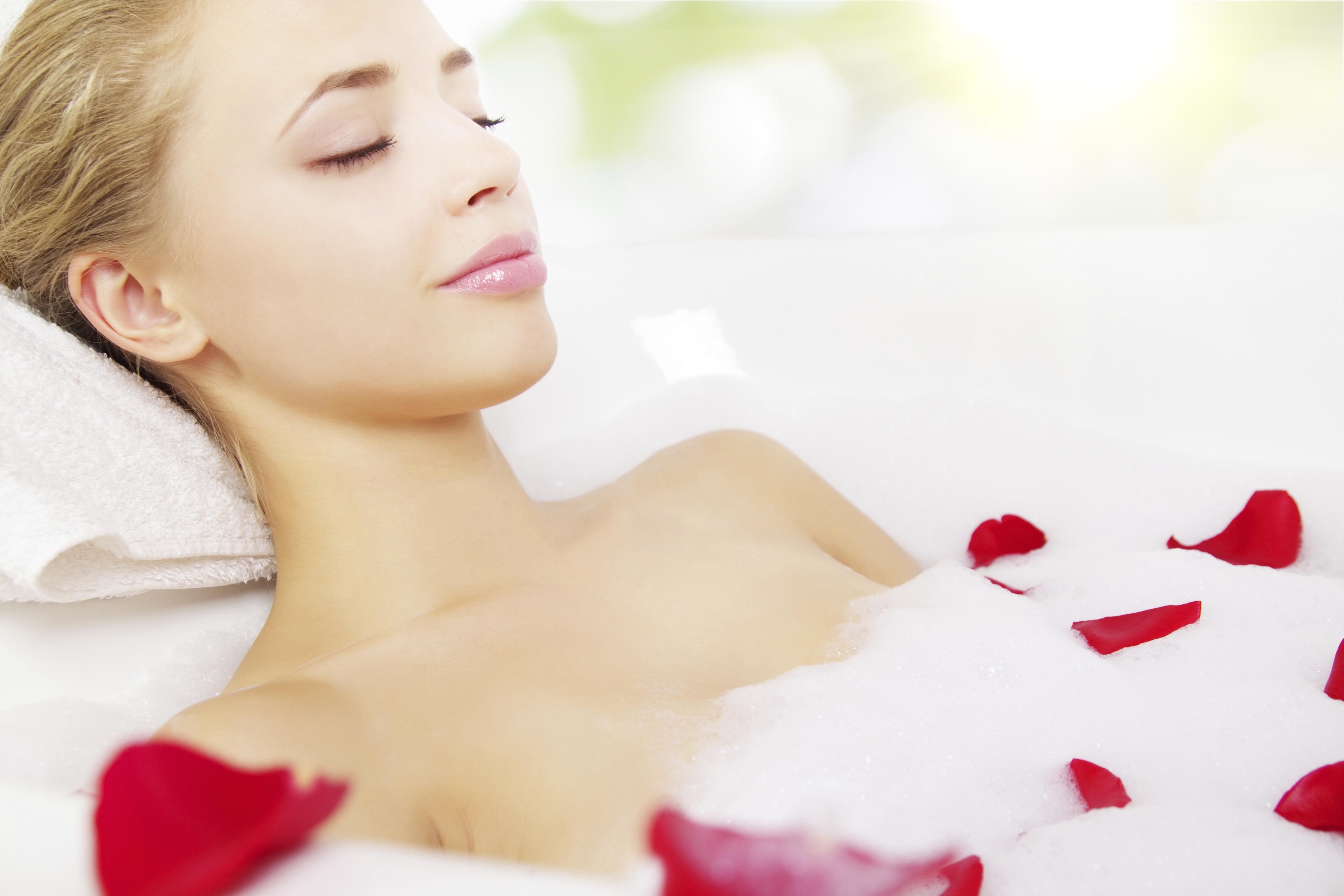 Relaxeaza-ti simturile cu bai terapeutice