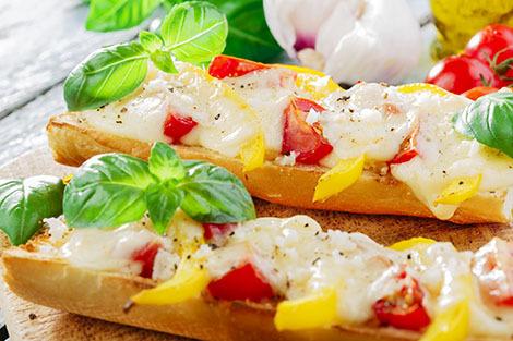 http://localhost/femeia/wp-content/uploads/2015/04/01/bruschette-mozzarella.jpg