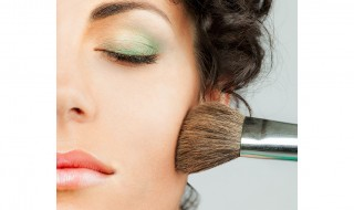 Woman Make up - square