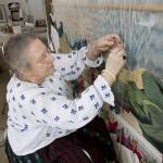 Lidia Stareș duce arta războiului de țesut mai departe