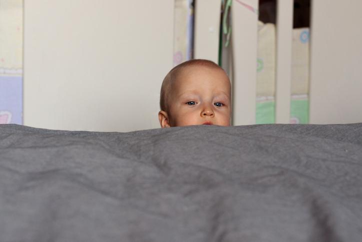 bebelus de-a v-ati ascunselea