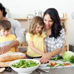 Învață să gătești mai ușor și mai repede. 5 trucuri care îți scurtează timpul petrecut în bucătărie