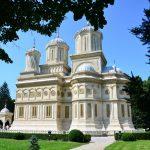 Mănăstirea Curtea de Argeș, înșurubată în slavă