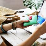 4 întrebări pe care să ți le pui înainte de a cumpăra ceva online