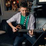 Mihai Melinescu, jurnalistul cu 30 de chitare