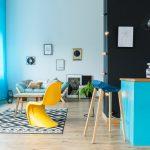 5 reguli de urmat în amenajarea unui living colorat și plin de viață