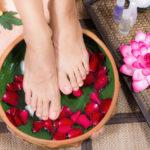 Băile de picioare combat infecțiile și elimină toxinele