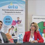 De câte ori se întâmplă ca o conferință științifică să se bucure în aceeași măsură de interes din parte specialiștilor în domeniu cât și din partea nespecialiștilor? Autismul este unul dintre aceste cazuri: părintele unui copil cu un astfel de diagnostic nu are de multe ori încotro și devine specialist sau intră în strânsă legătură cu specialiștii. Din acest punct de vedere a fost gândită și Conferința Internațională Autism București – IACB 2018, organizată de Asociația pentru Intervenție Terapeutică în Autism – AITA și desfășurată între 19 și 21 octombrie 2018 la Bucuresti. Cu accent pe integrarea copilului diagnosticat cu o tulburare din spectrul autist în viața familiei și în școală, conferința s-a bucurat de prezența unor specialiști de vârf de la noi și din străinătate, dar și de mărturiii din partea unor copii cu tulburări din spectrul autist și ale părinților lor. Un moment de mare emoție s-a creat chiar la începutul conferinței, când a luat cuvântul Nicolae al Romaniei, care cu generozitate a ales să reprezinte vocea copiilor cu autism și a familiilor lor. Asociația AITA a luat ființă în urmă cu zece ani, când cazurile de autism erau rare și la noi nu exista nicio modalitate de intervenție terapeutică. În prezent prin eforturile AITA și ale mai multor organizații de părinți s-a putut implementa un sistem funcțional de ajutorare a acestor copii, care le permite progrese considerabile în procesul de integrare. www.autism-aita.ro