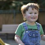De 10 ani în ajutorul copiilor cu autism