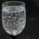 """""""Apa cu bule provoacă pietre la rinichi"""". Mit sau adevar?"""