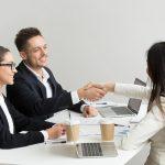 5 idei de ținute perfecte pentru un interviu