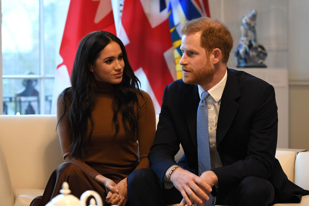 Harry și Meghan Markle, renunță la rolurile lor regale