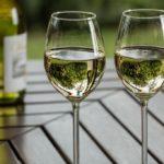 Care sunt beneficiile consumului de vin alb?