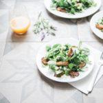 Salată de pui cu sos de lămâie și cu ce mai vrei tu!