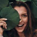 30 de trucuri ca să arăți mai tânără pe care oricine le poate folosi