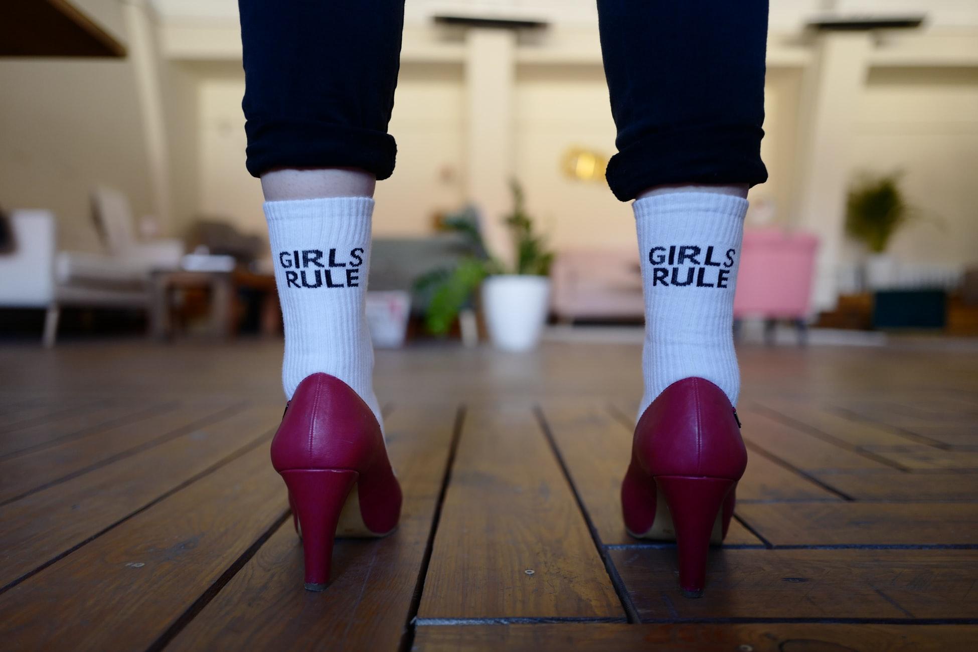 pantofi cu toc si sosete